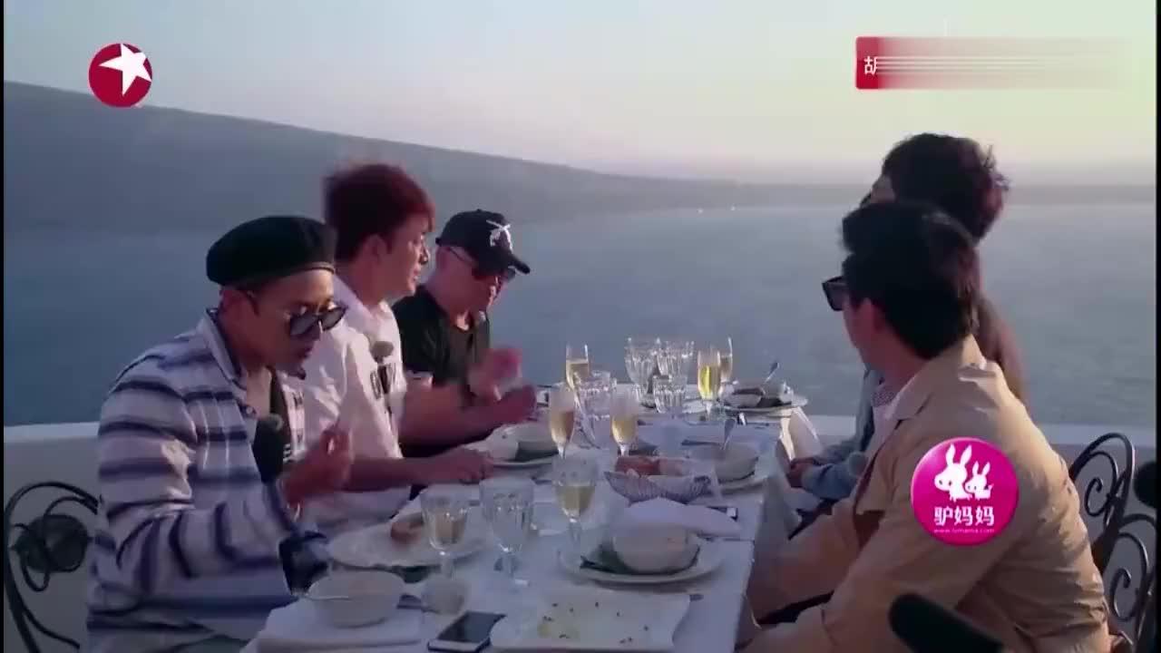 男神们爱琴海旁浪漫聚餐贾乃亮更是变成诗人使劲夸欧弟