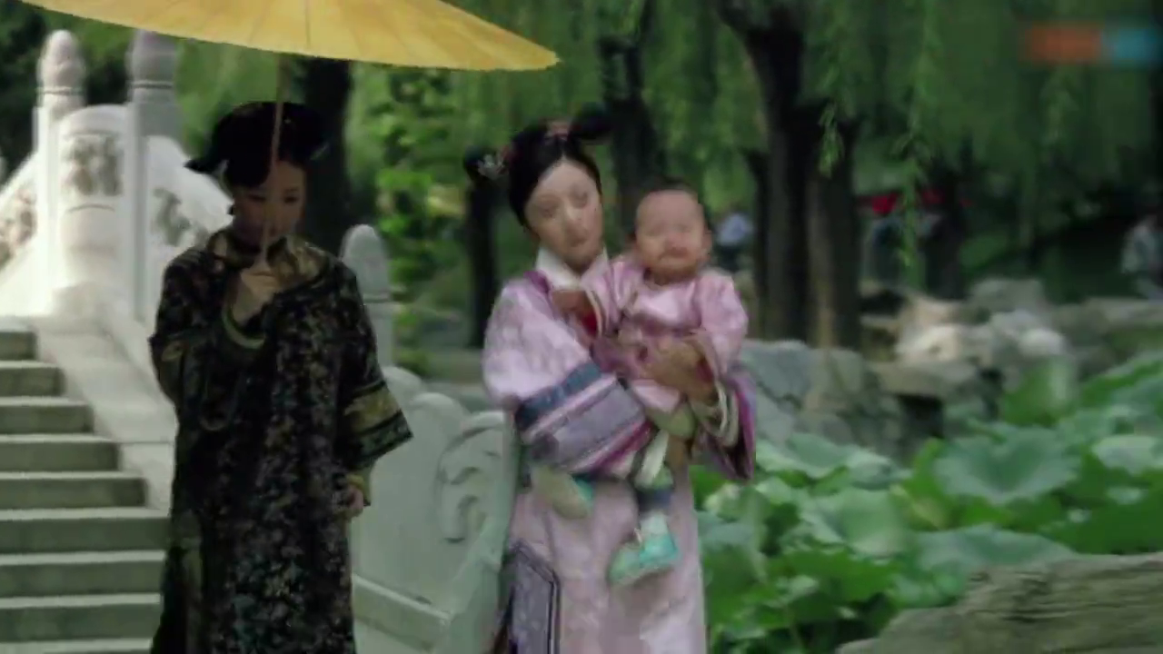 华妃让颂芝带走温宜,曹贵人心寒,为她出谋划策却抱走孩子