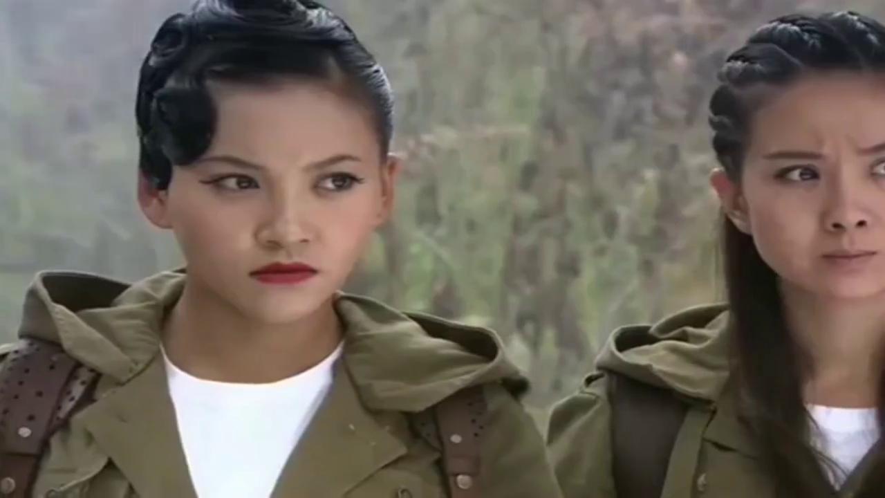 剧中日本女军官被包围还想逃,被自己的火箭弹送上西天,精彩!