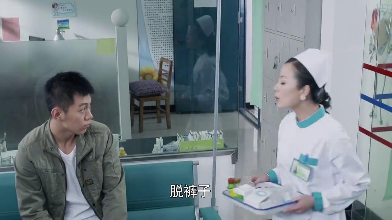 年轻小伙去医务室看病,居然怕打针,万万没想到护士这套路真机智