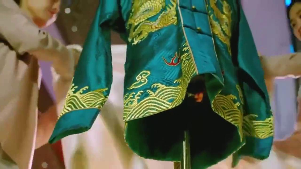因为遇见你:众人欣赏雨欣的作品,却发现是一件男士寿衣,哎呦