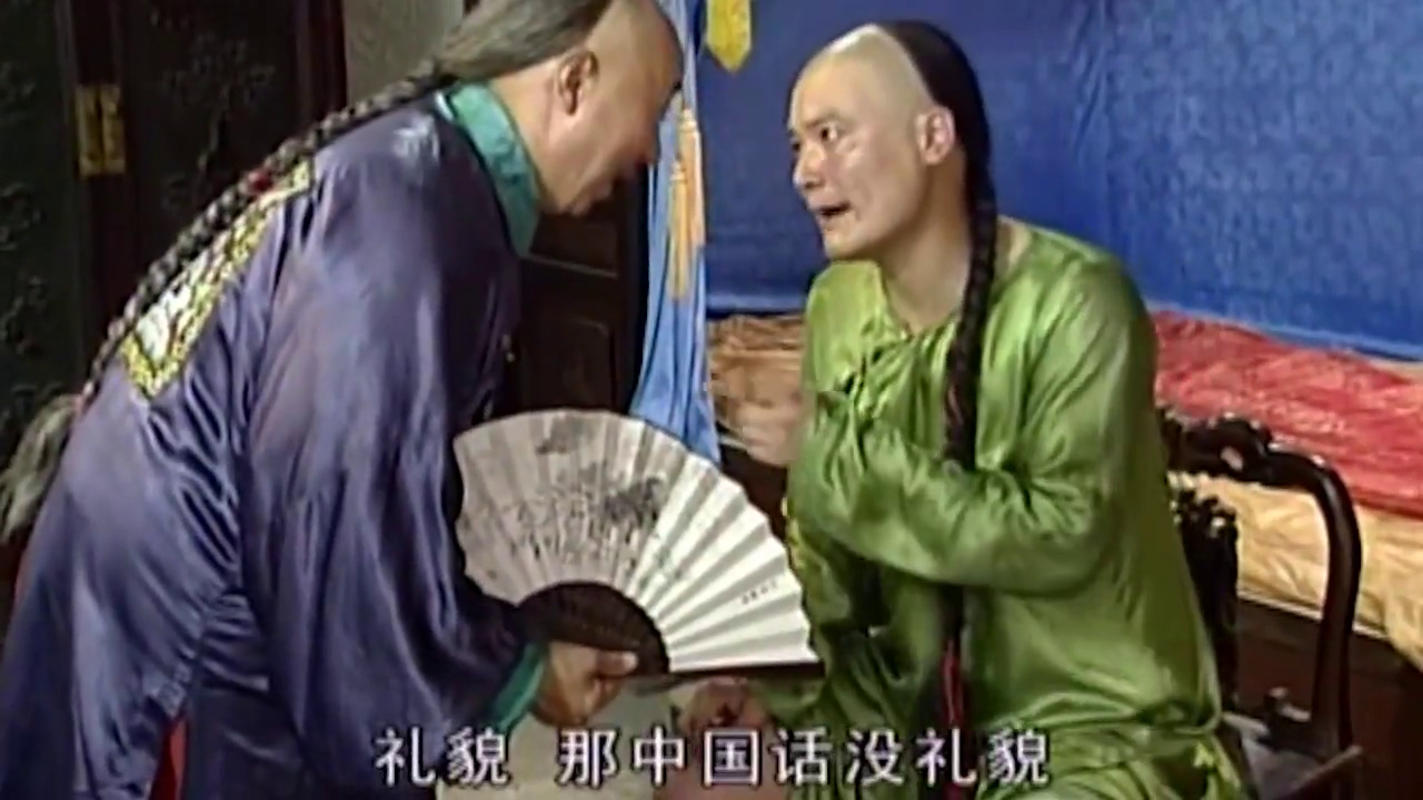 瓜农为假王爷送来两个西瓜,真假王爷都要对方先吃,太有趣了