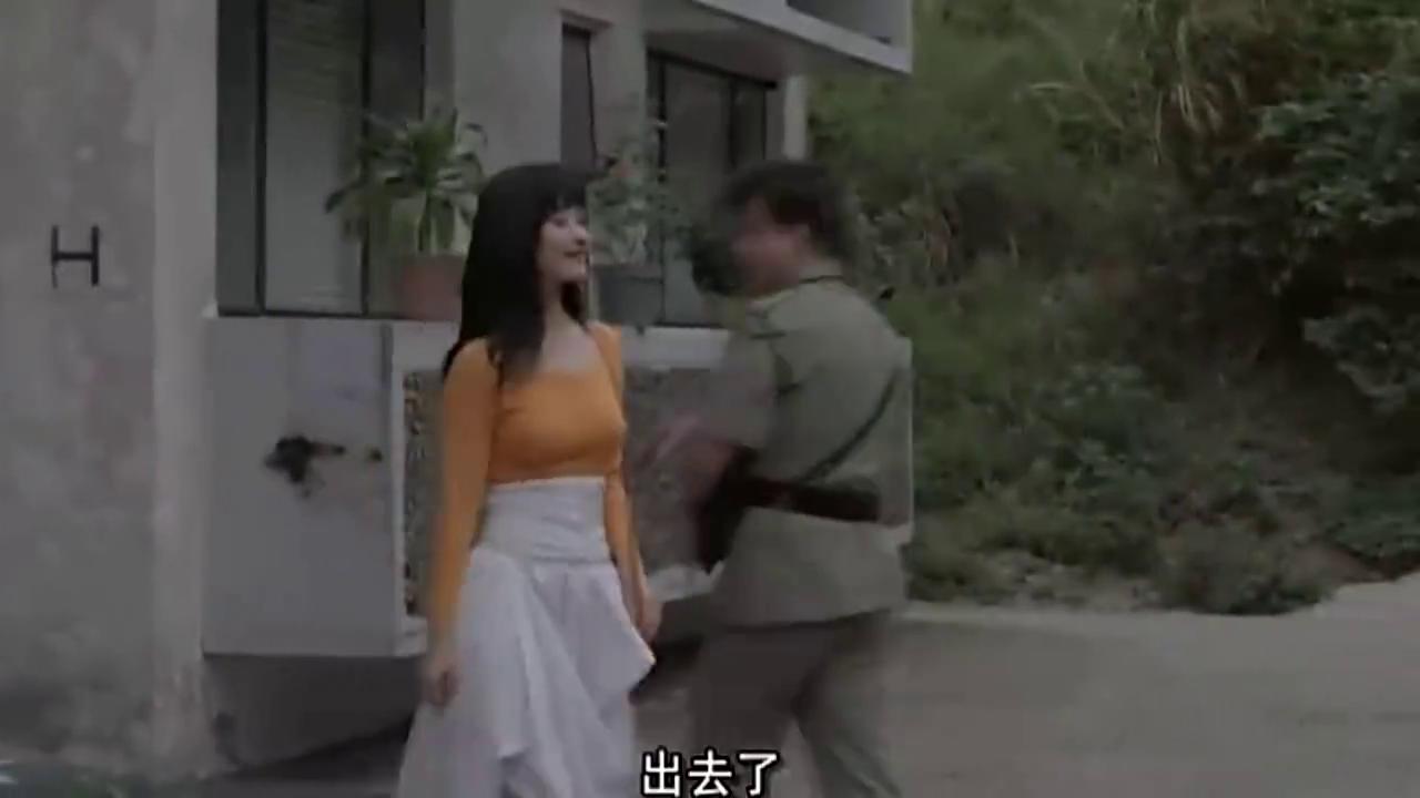 小警员搬家遇到上级的女儿,吹了口气,不料真把裙子吹起来了