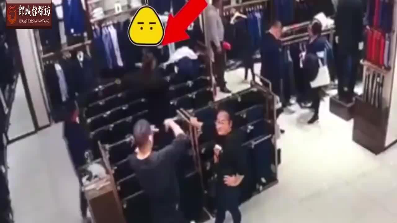男子服装店偷衣服被民警抓获后在他家中搜出大量名牌衣服鞋子