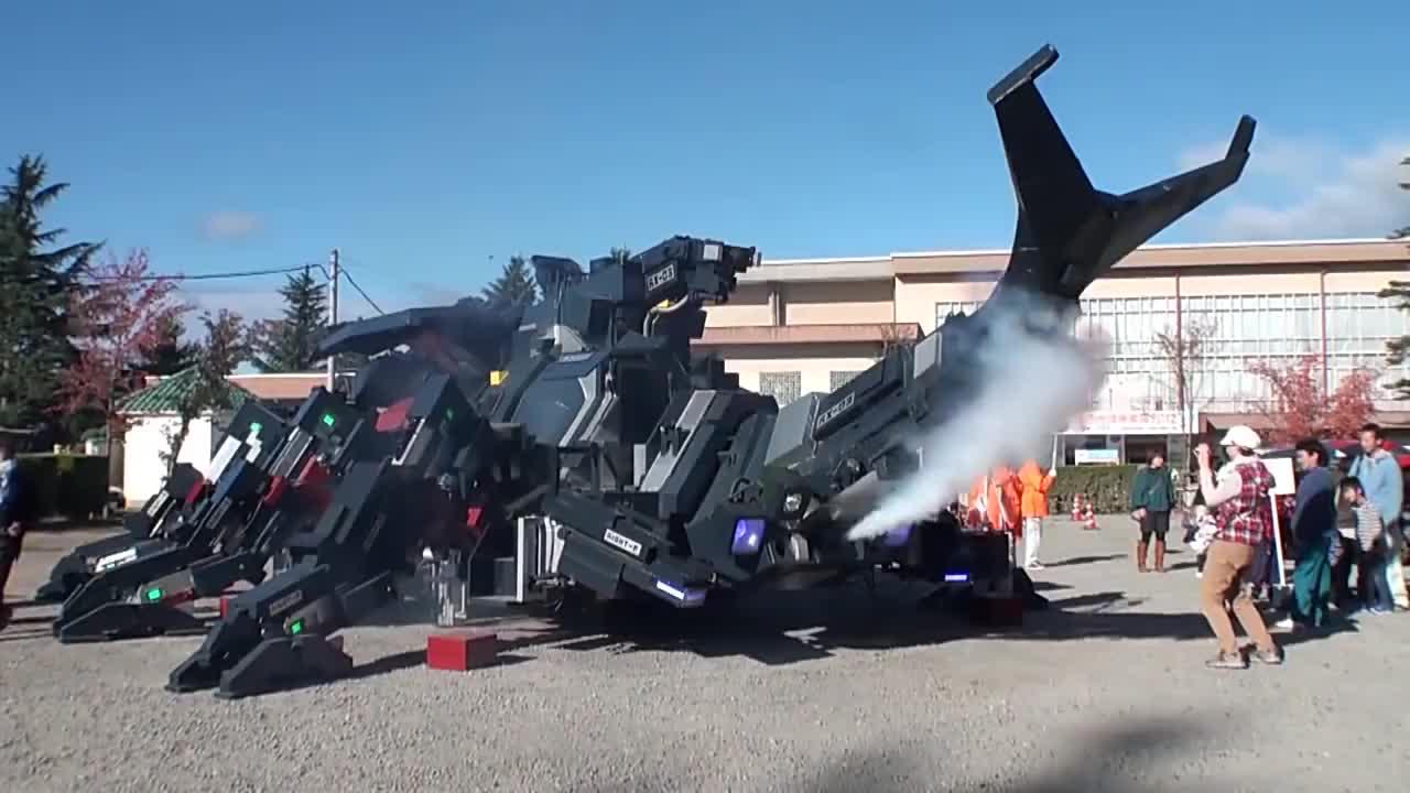 日本天才苦心钻研11年造巨型机械甲虫汽车速度惊人