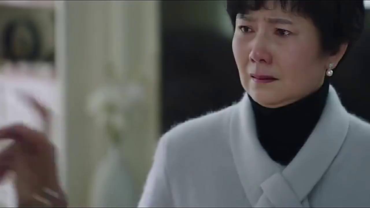 罗子君妈妈得知罗子君跟陈俊生要了五十万,开心地去找贺涵报喜