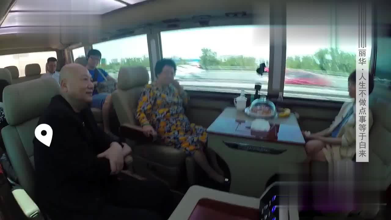 陈丽华称从不跟迟重瑞开玩笑因为他粉丝多很多女人排队追他