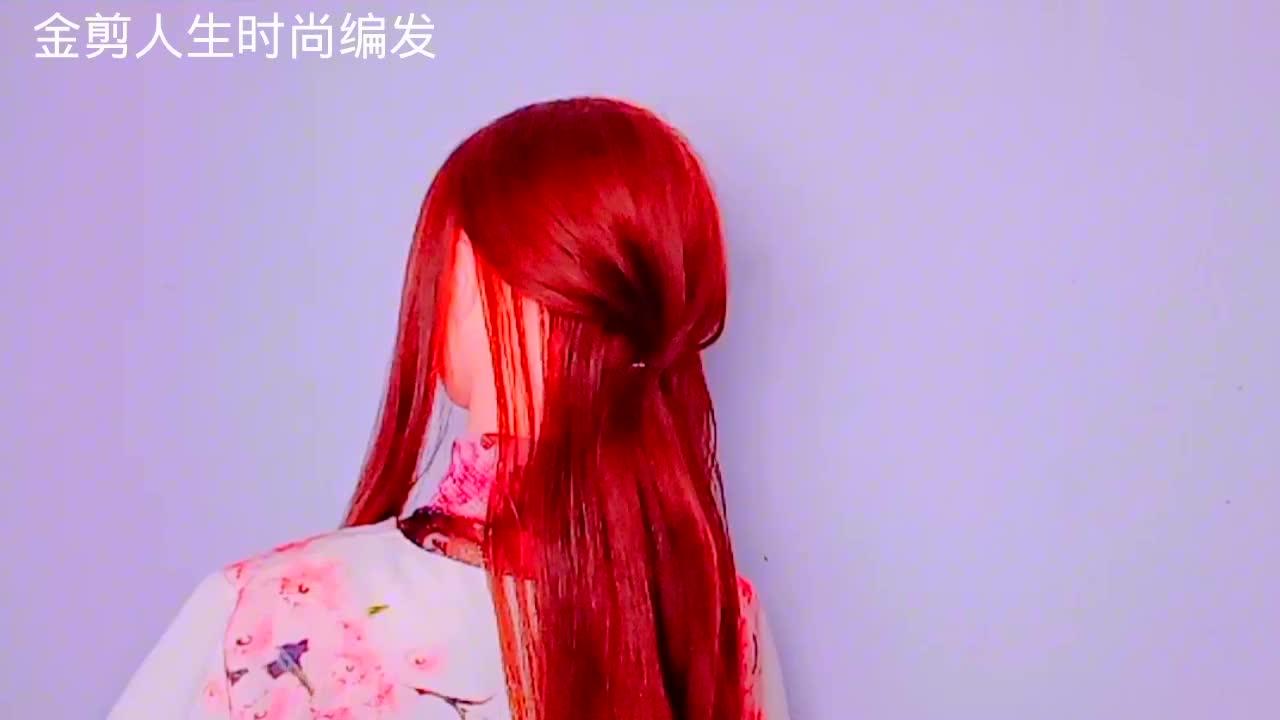 今年很流行的一款中年女性盘发,妈妈扎上更显年轻气质!
