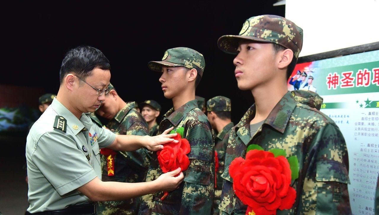 双胞胎兄弟没能考上国防生,放弃读大学的机会,选择了从军