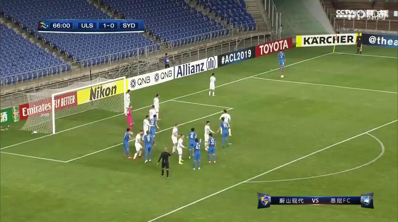 第67分钟蔚山现代球员丁东浩射门