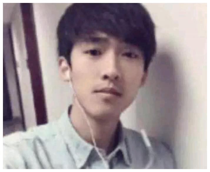 陈坤16岁儿子近照,长相令人若有所思,网友:不需要知道生母是