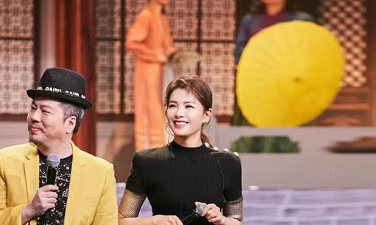 刘涛美得挺高调,穿粉色开叉裙走红毯,再戴上发夹似回少女时期!