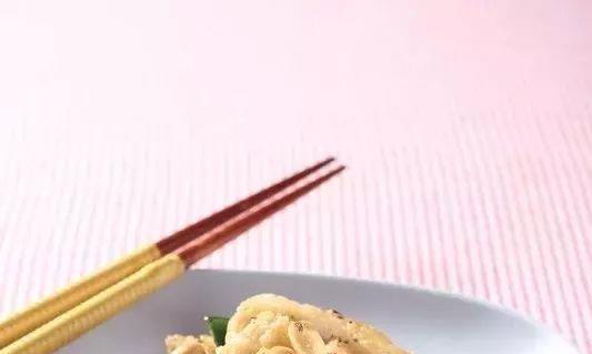 简单家常菜:避风塘炒鱼,椰丝牛奶小方,红油馄饨,竹签烤带鱼