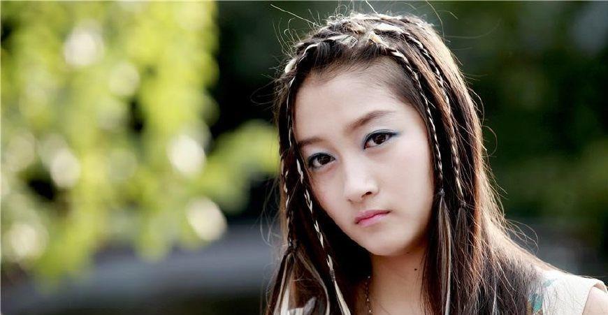 青春抵挡不住成熟,关晓彤最终输给了30多岁的她!
