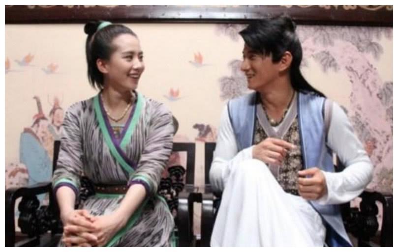 张歆艺宣布怀孕喜讯!胡歌微博惨遭蹂躏,剑三唯一留守儿童胡老汉