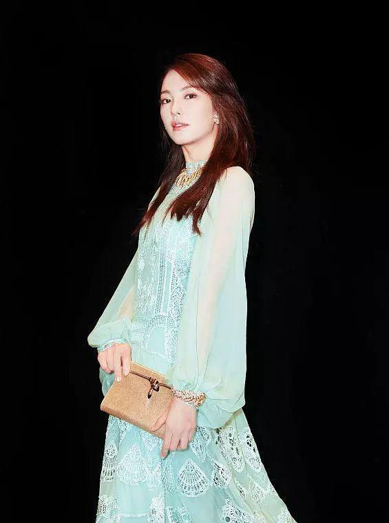 张雨绮结婚后还是一如既往的性感到底!绿色透视纱裙暴露仙女本质
