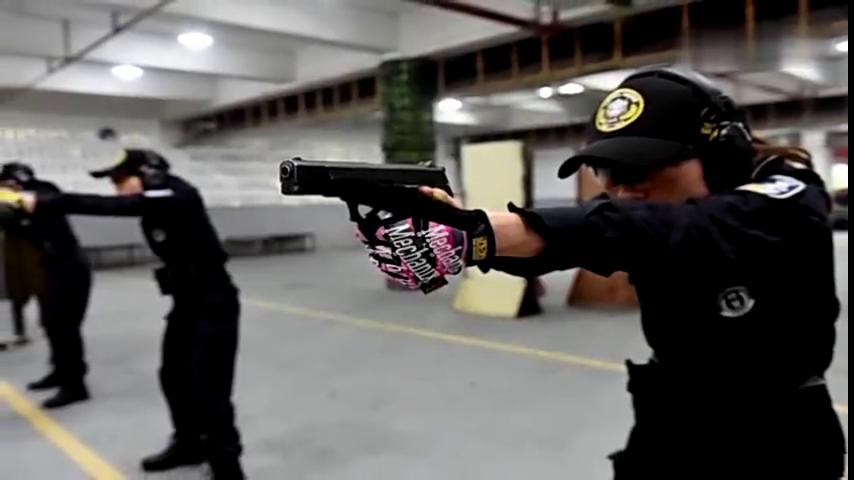 重庆女子特警队:维稳处突抢险救援显身手 十八般武艺样样精通