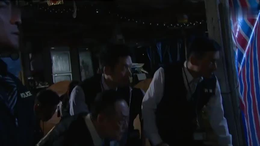 《雷霆扫毒》向荣联合兄弟成功救下陈家碧赵三裘终被捕