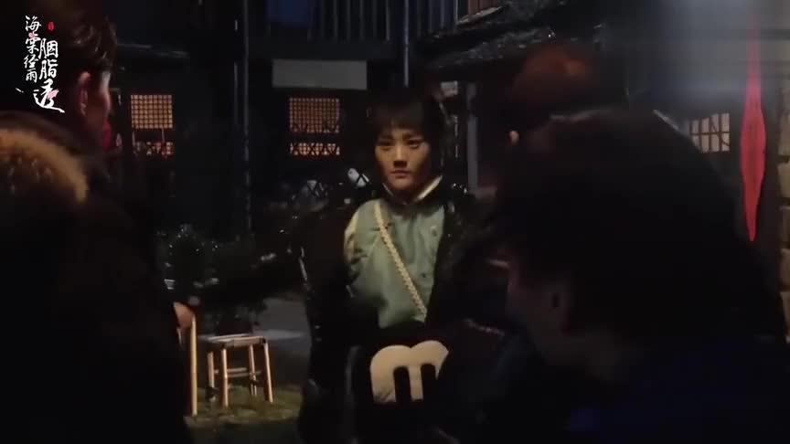 《海棠经雨胭脂透》:邓伦李一桐对戏 邓伦被导演给抱住是什么感觉
