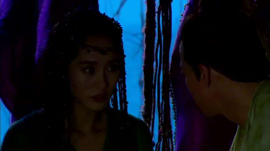 美女从小就怕黑小伙抓萤火虫,为她照亮真是太浪漫了