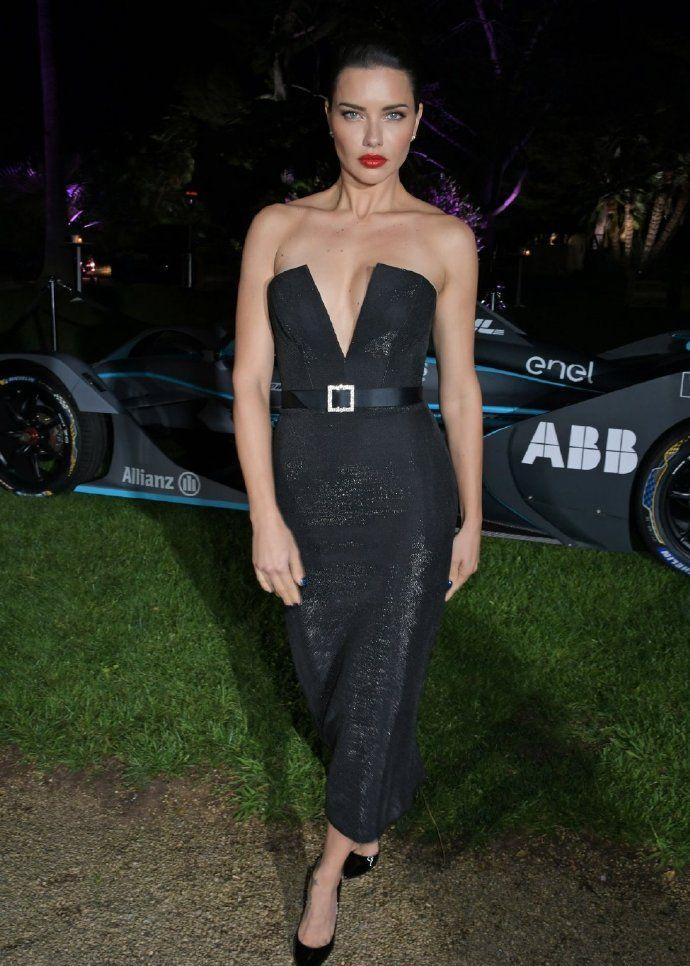 超模 Adriana Lima 出席私人晚宴活动,红唇美艳