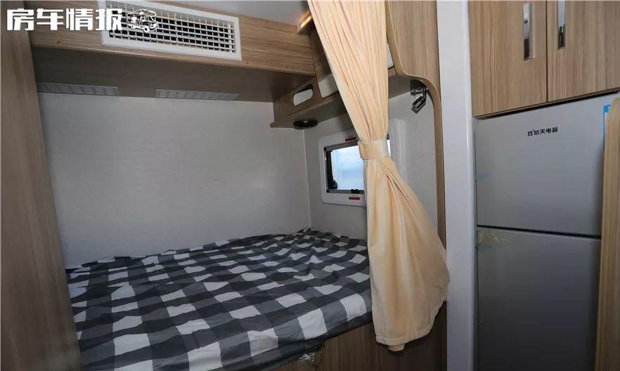 空调能用一整晚,水电配置很高,这款依维柯房车39.8万,可住6人