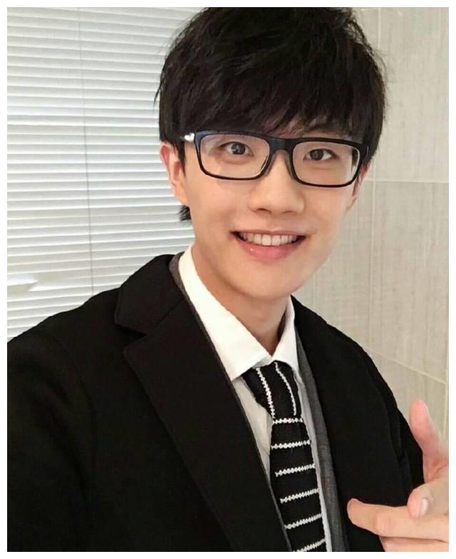 最受欢迎的创作型男歌手,薛之谦第四,黄家驹第二,第一非他莫属