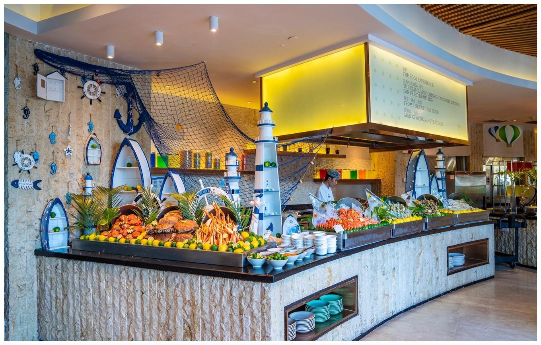 三亚饕餮海鲜自助,烧烤火锅汇聚上百种美食,三大主题就餐环境