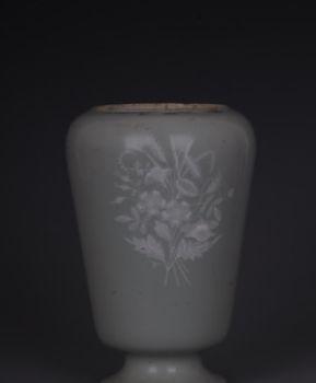 豆青釉堆白花器物是干嘛用的?生活用品的一部分