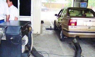 车审尾气检测油门踩到4000转?车主:凭啥?我开车从没到过4000转