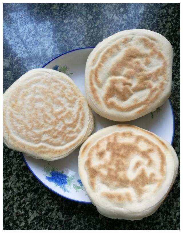 自己在家就能做的西安火爆小吃——香辣土豆片夹馍