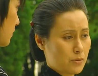 情深深:梦萍参加爸爸葬礼,你还记得她衣服的颜色吗?不是黑色