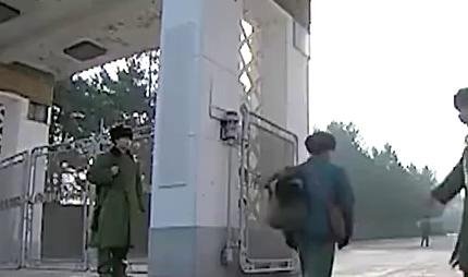 男子不带证件硬闯部队大院被哨兵拦下,没曾想他是司令的儿子!