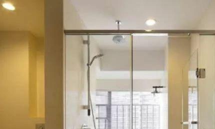 卫生间别再设计淋浴房了,如今都流行这样装,太实用了