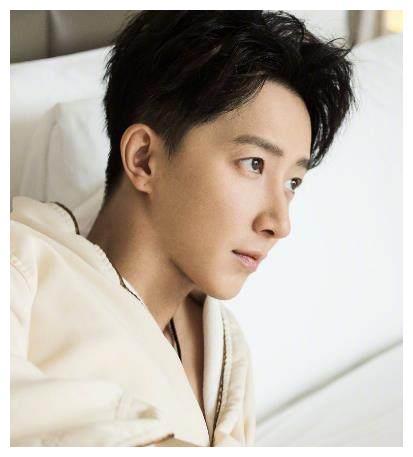 韩庚生日当天公布恋情,情定《战狼2》女主卢靖姗,网友:惊吓!
