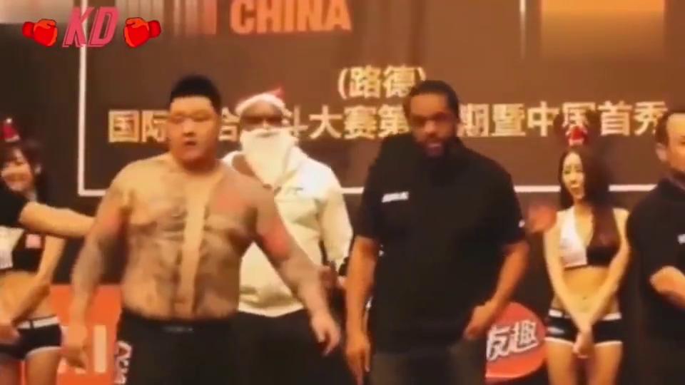 韩国拳手太嚣张,说自己是黑社会,中国拳手:不服试试呗!