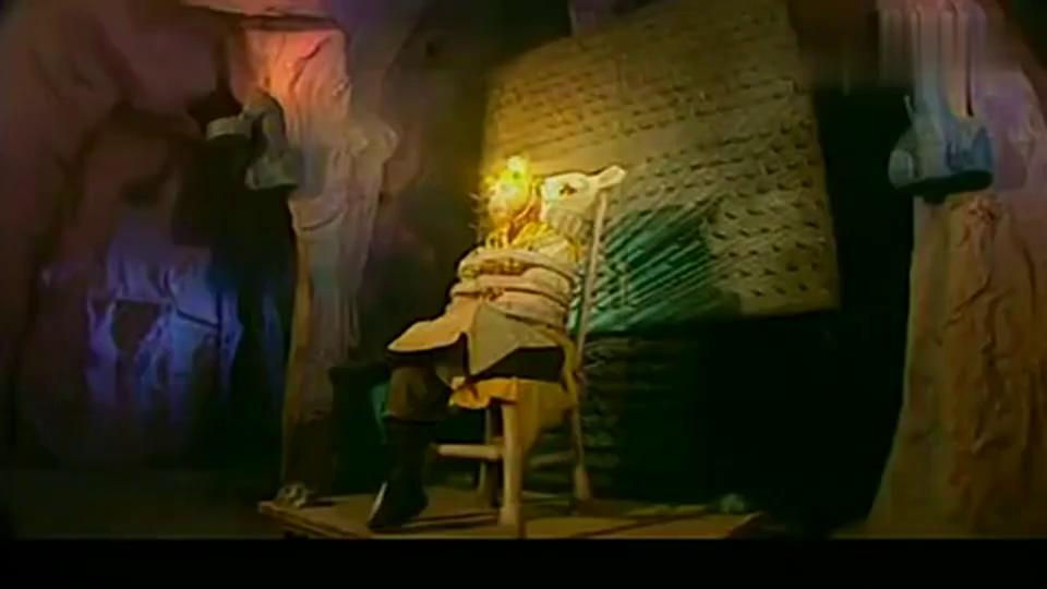 阿依纳伐化身杨教授, 想给猴哥做电击治疗, 没想到竟被悟空打烂!