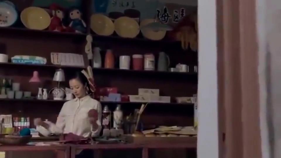 娘亲舅大:姑娘在供销社里面上班,一瓶醋卖五毛钱