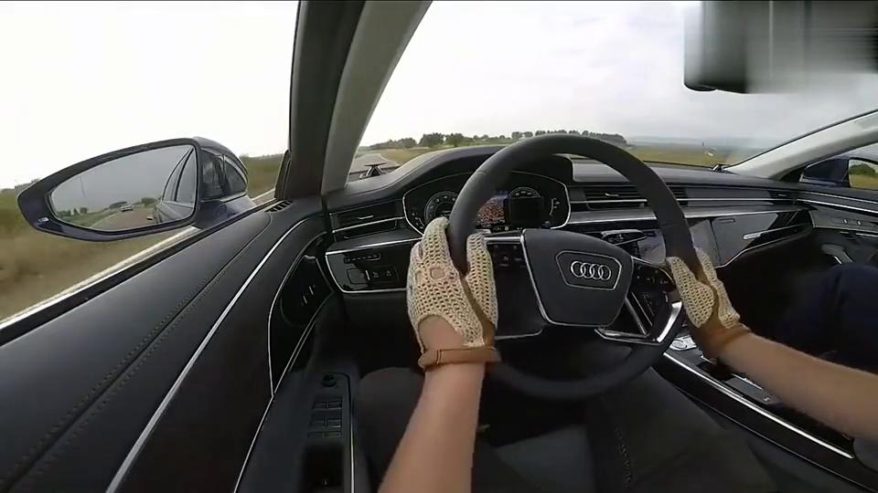 视频:开奥迪A8为啥要戴手套,踩下油门那刻才知道原因,真是长见识了