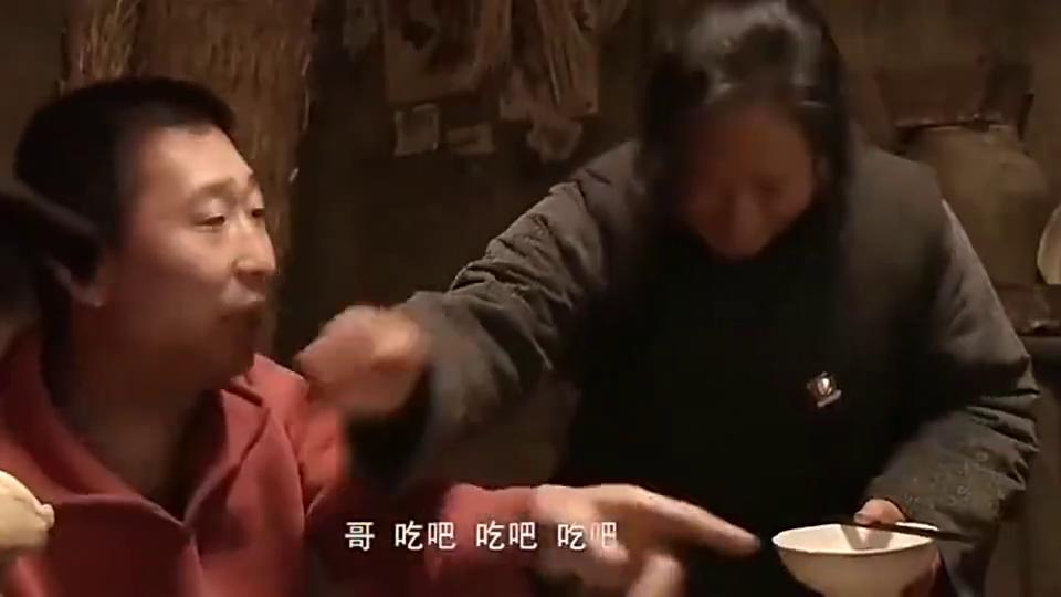 美女回乡下婆家,一大桌人一碗菜,饭后碗筷都用抹布擦一下,蒙了