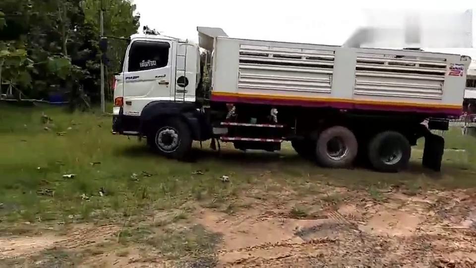 全挂卡车被困,实拍脱困过程