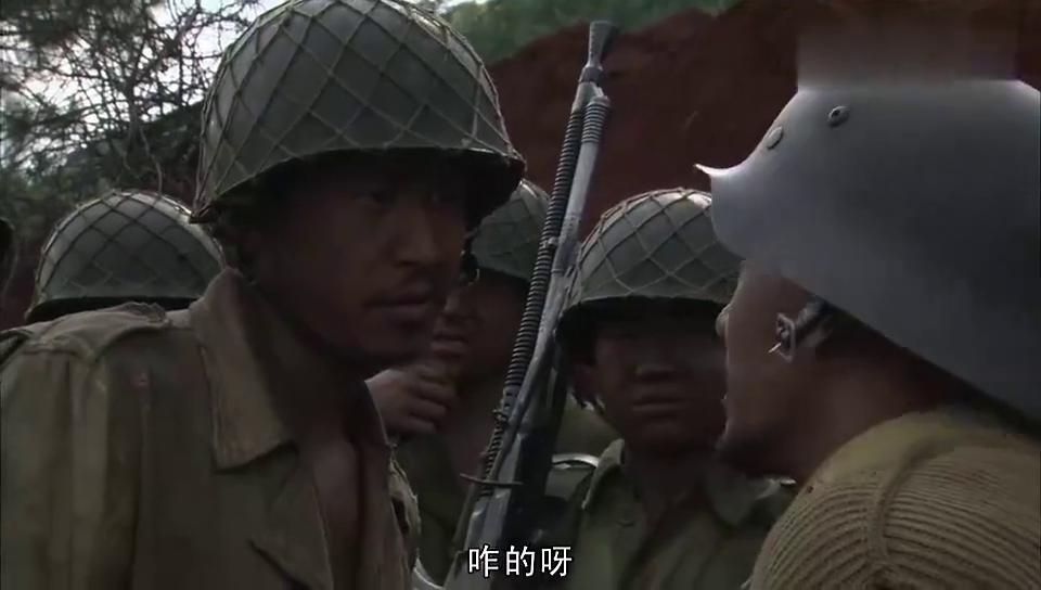 电视剧:龙文章真会折磨人,竟然让战士们钻封闭汽油桶,太狠了!