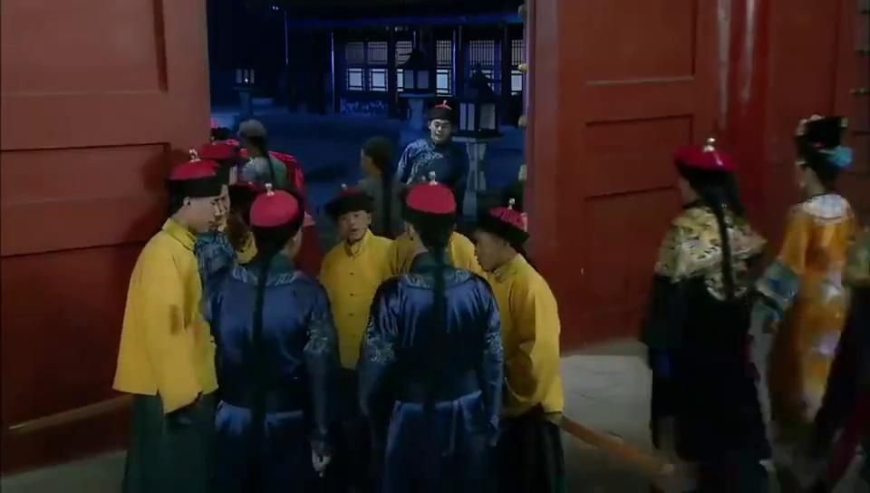 还珠格格:香妃扮成随从逃出宫,被侍卫拦下,香妃能否成功逃离
