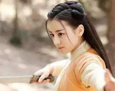 女星持剑动作,杨幂刘亦菲章子怡赵丽颖杨颖,谁的动作最标准