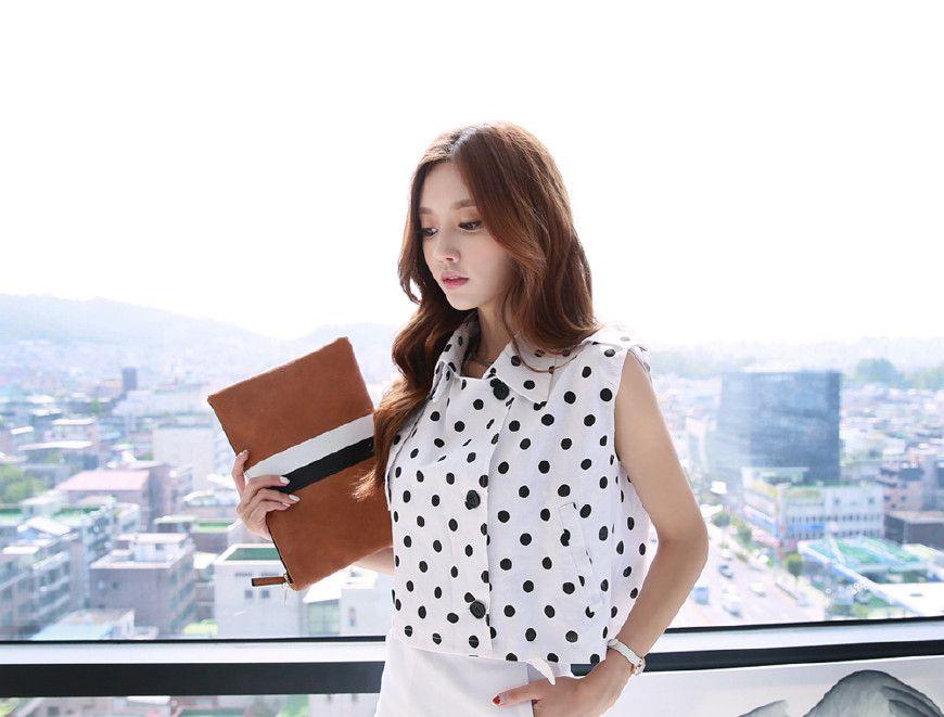 孙允珠——夏日无袖翻领波点短开衫配穿白色款式中长裙写真