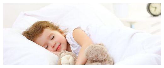 妈妈们纠结的问题:孩子多大分床睡合适?千万别太晚