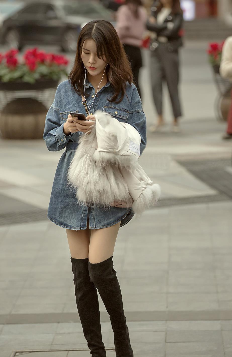 时髦的姑娘,高筒靴选择过膝款式的,易搭配保暖效果好还显腿长