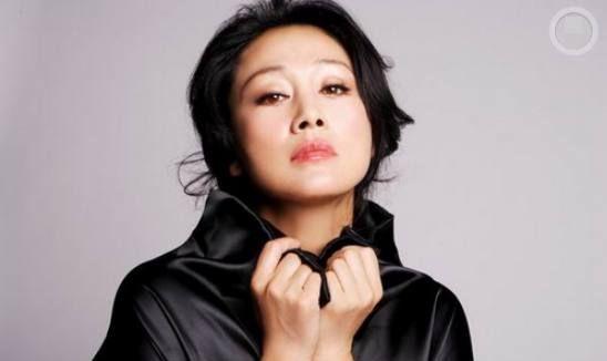 她饰《北京人在纽约》中的阿春,拿下第一个影后,儿子智商很头疼