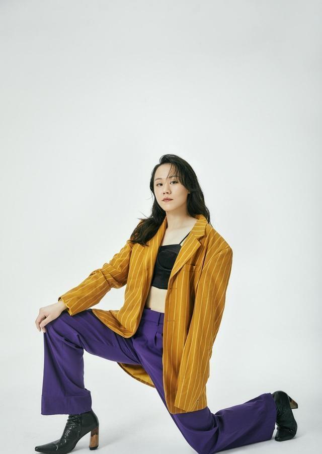 美腻!国羽名将赵芸蕾拍摄写真杂志,穿着时尚格外有范儿