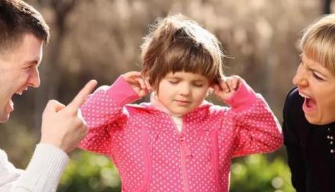 别让语言暴力,成为刺向孩子灵魂的尖刀!